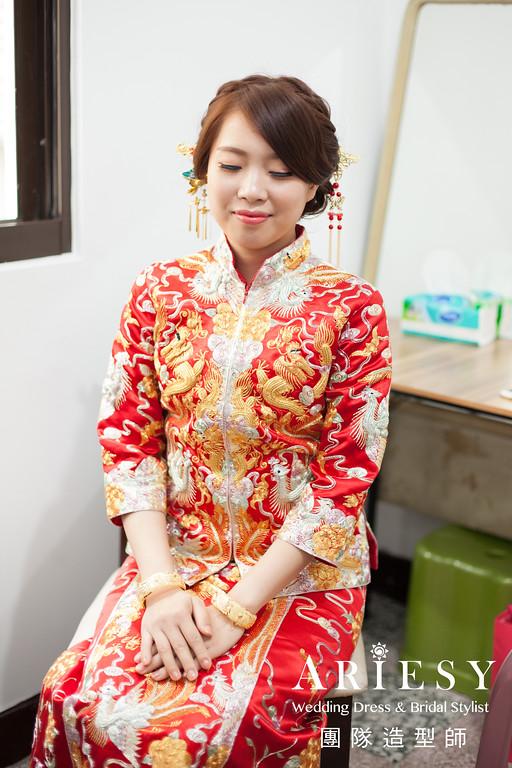 蓬鬆編髮,台北新秘推薦,自然妝感,龍鳳掛造型,文定造型