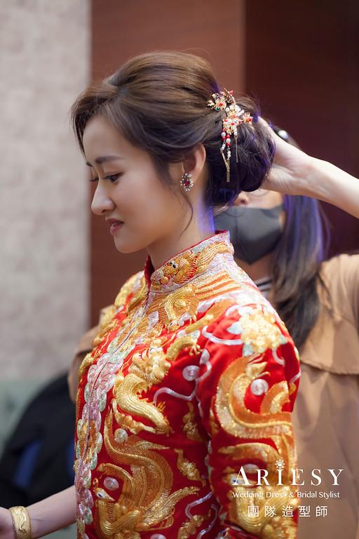 台北新祕,新娘秘書,新娘造型,自然清透妝感,蓬鬆編髮,龍鳳掛造型,新娘髮型,瘦新娘