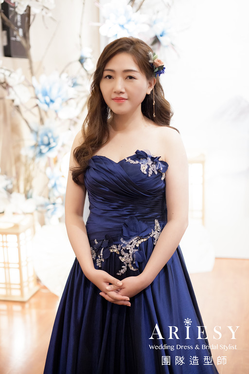 深藍色禮服髮型,鮮花造型,新秘推薦,放髮造型,新秘花藝