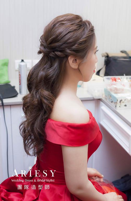 推薦新祕,新娘秘書,新娘造型,自然清透妝感,蓬鬆編髮,花藝飾品,新娘髮型,放髮造型,送客造型