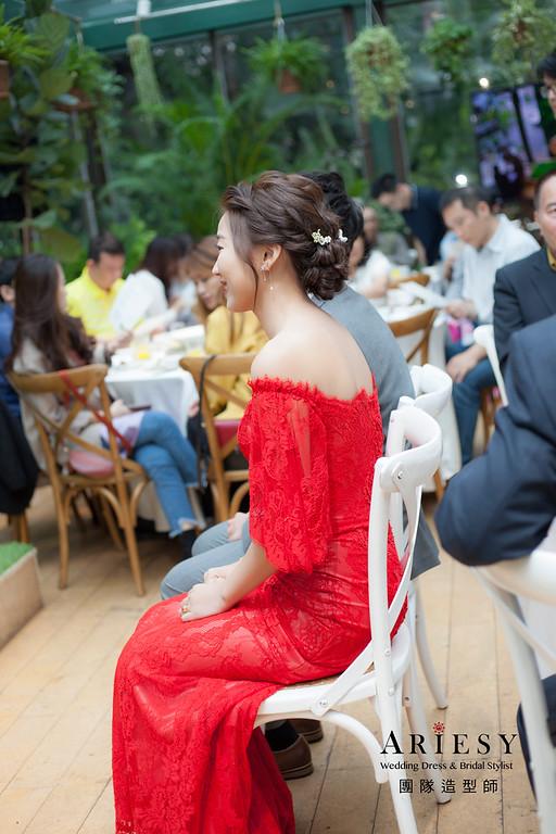 台北新祕,新娘秘書,新娘造型,自然清透妝感,蓬鬆編髮盤髮,新娘髮型,花藝飾品,新祕