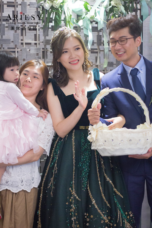 新娘秘書,新秘推薦,新秘,台北新秘,教堂證婚白紗造型