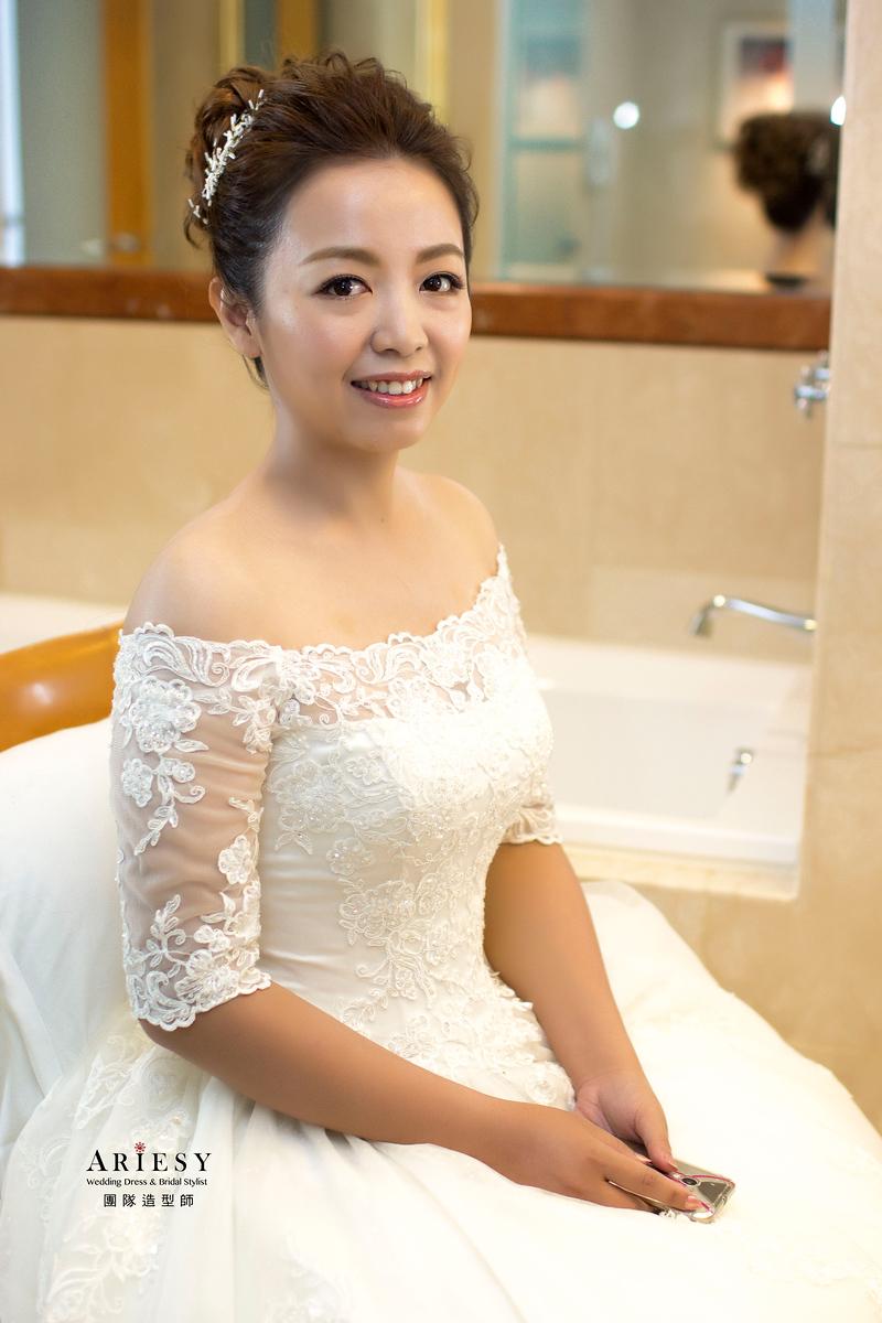 Ariesy造型團隊,歐美新秘,台北新娘秘書,丸子頭造型,澎鬆線條髮