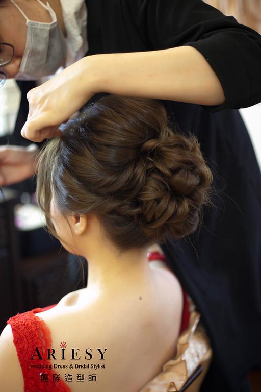 文訂新娘造型,蓬鬆編髮,新娘髮型,紅色禮服,自然妝感,