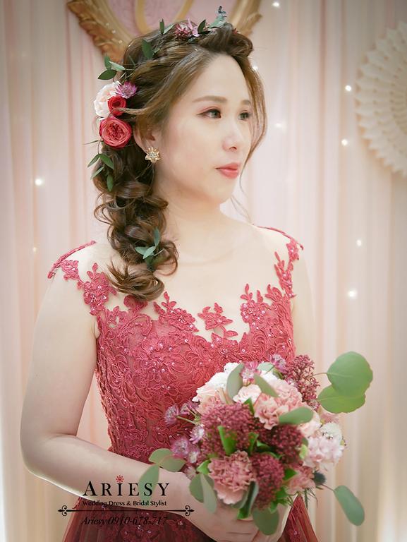 單眼皮新娘妝,森林系新娘宴客髮型,鮮花造型,鮮花編髮,Bridal Bouquet,送客小捧花,美式婚禮捧花,BOUQUET,甜美捧花,粉色紅色繽紛送客小捧花,ariesy愛瑞思