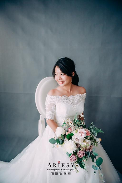 婚紗包套,新娘造型,新娘髮型,蓬鬆編髮,黑髮造型,自然清透感妝,攝影師大嘴,花藝新祕造型