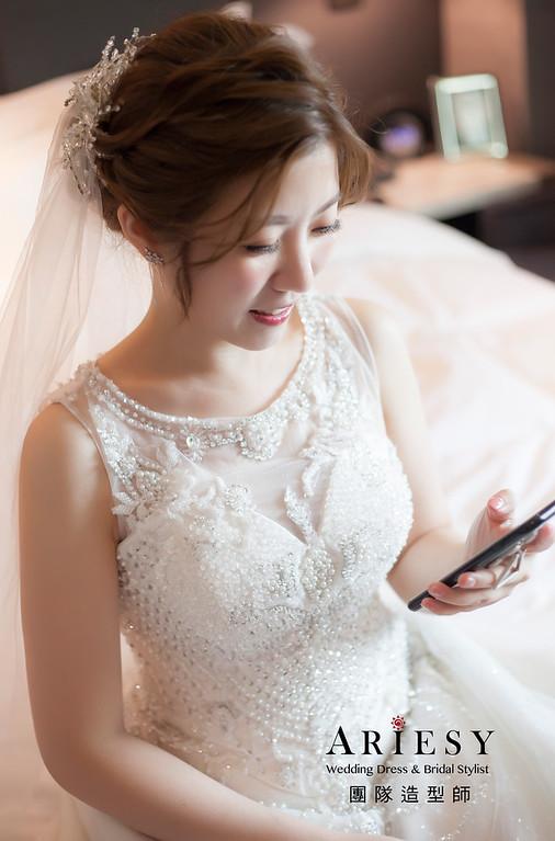 台北新祕,新娘秘書,推薦新秘,新娘造型,自然清透妝感,蓬鬆編髮,白紗造型,新娘髮型