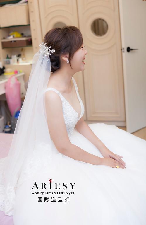 推薦新祕,新娘秘書,新娘造型,自然清透妝感,蓬鬆編髮,白紗造型,新娘髮型,新祕