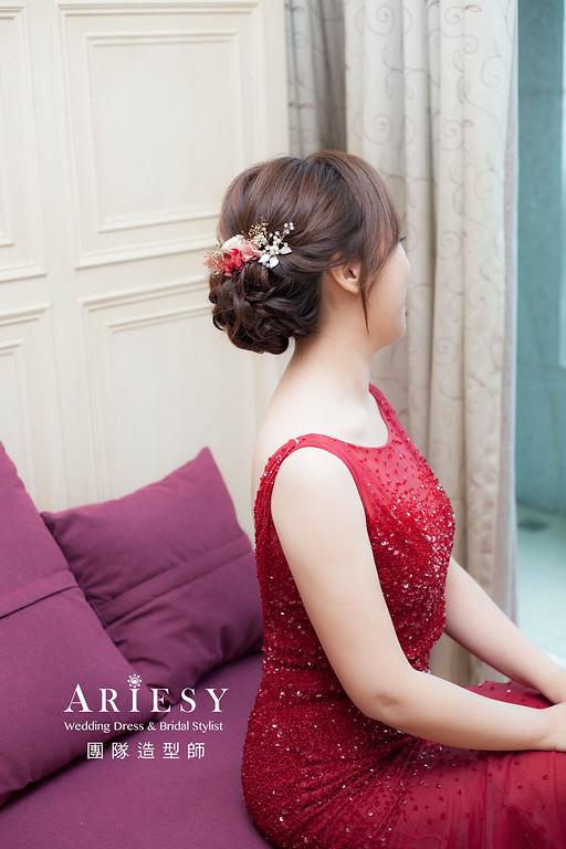 推薦新祕,新娘秘書,新娘造型,自然清透妝感,蓬鬆編髮,花藝飾品造型,新娘髮型,新祕
