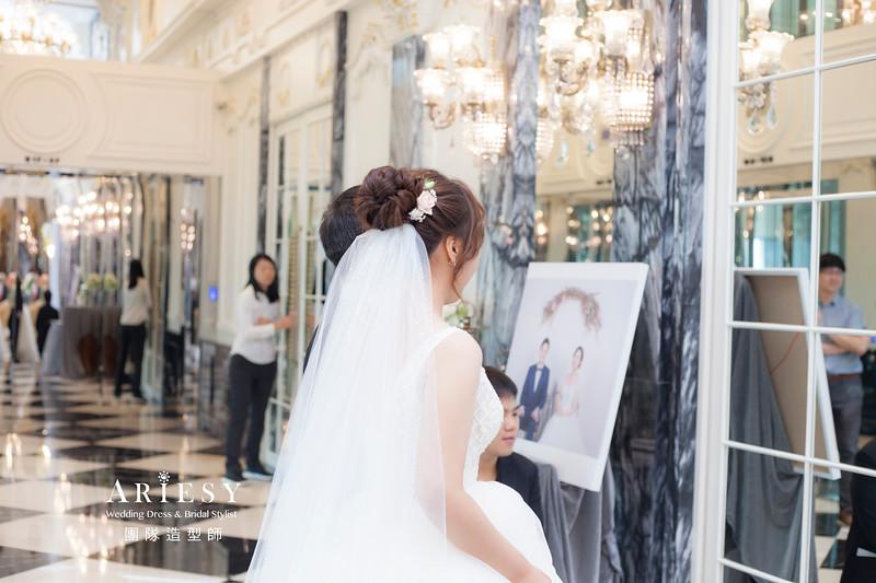 推薦新祕,新娘秘書,新娘造型,自然清透妝感,蓬鬆編髮,白紗造型,新娘髮型,鮮花新祕,花藝飾品,新娘捧花