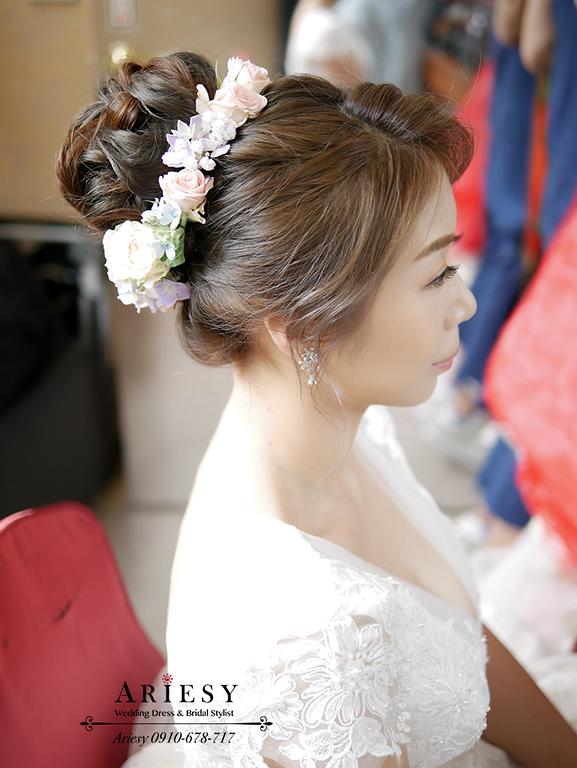 鮮花造型,花圈造型,鮮花新秘,新娘秘書,新娘髮型,白紗造型,新娘妝髮,台北新秘,愛瑞思,ariesy