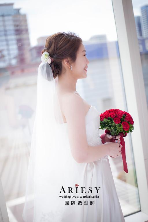 白紗造型,編髮造型,新祕,新娘秘書,新娘造型,自然清透妝感,鮮花新祕,花藝新娘飾品