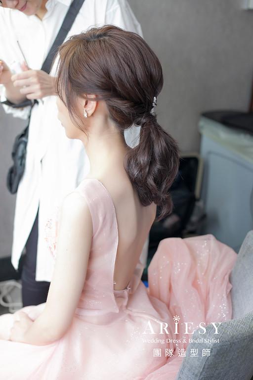 新娘髮型,編髮造型,台北新祕,新娘秘書,花藝飾品,花藝新娘造型,低馬尾造型,自然清透妝感