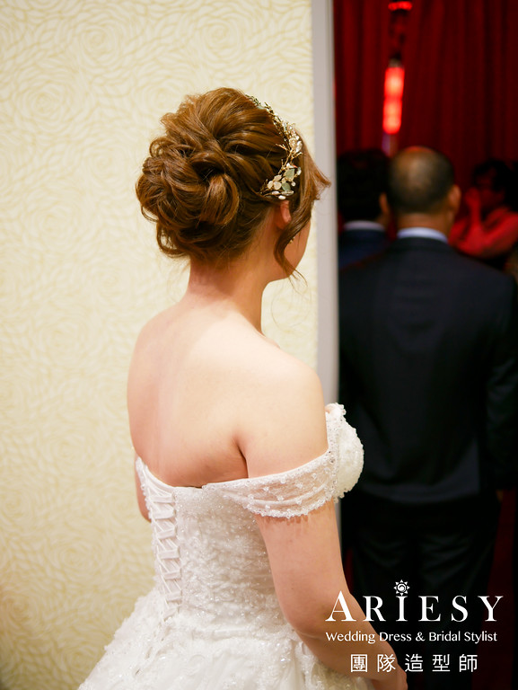 新娘秘書推薦,白紗進場髮型,蓬鬆編髮,新娘造型,新娘妝感