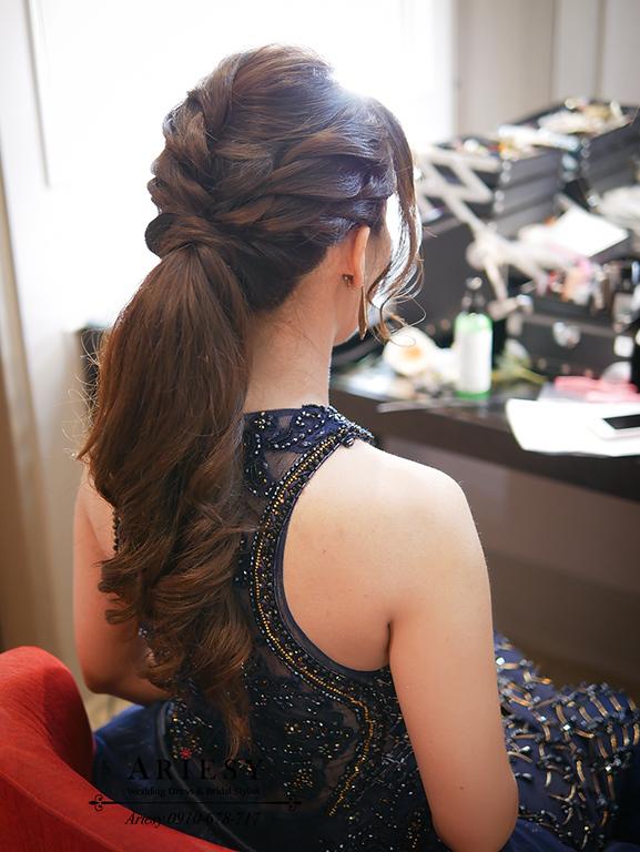 單眼皮新娘,編髮馬尾造型,深藍色晚禮服,VVK禮服,格萊天漾,新娘秘書,新秘