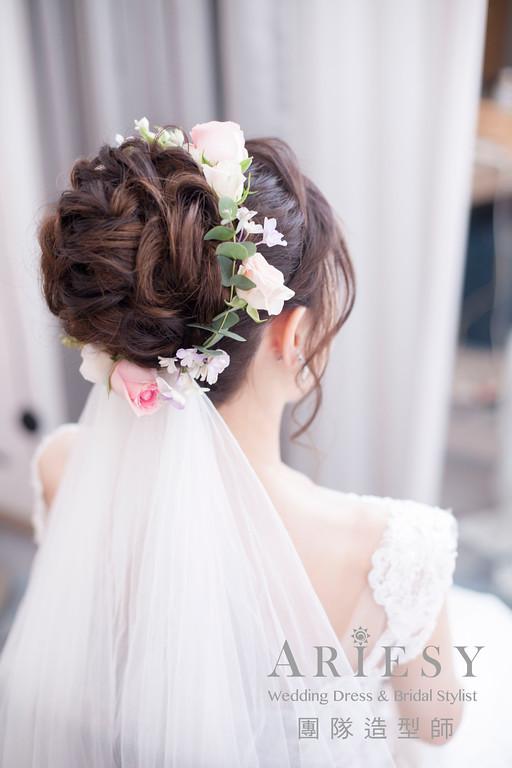 白紗進場髮型,編髮造型,新娘鮮花造型,花環,新秘花藝