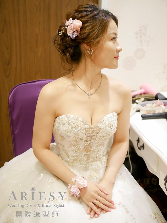 白紗髮型,新娘手環花,新娘編髮造型,新秘花藝,鮮花造型