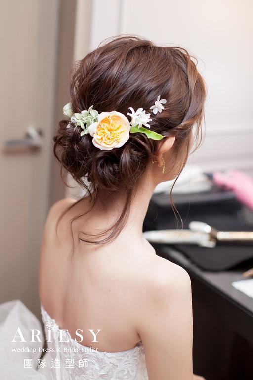 白紗進場髮型,編髮造型,新娘鮮花造型,手腕花環,新秘花藝