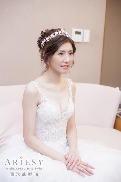 白紗進場髮型,編髮造型,皇冠造型,新娘髮型,新娘自然妝