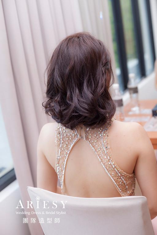 桃園新祕,新娘秘書,新娘造型,蓬鬆編髮,自然清透妝感,新娘髮型,放髮造型,推薦新秘,短髮新娘