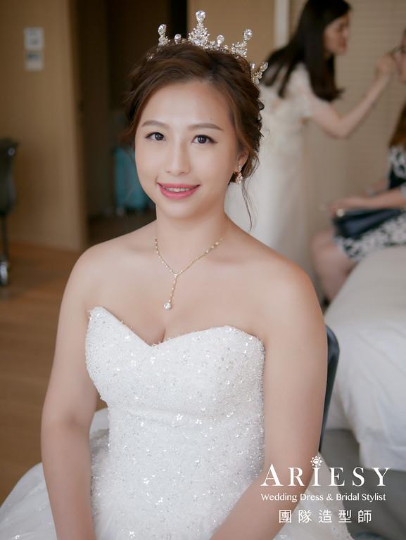 白紗進場髮型,新娘皇冠造型,推薦新秘,台北新秘,新娘編髮