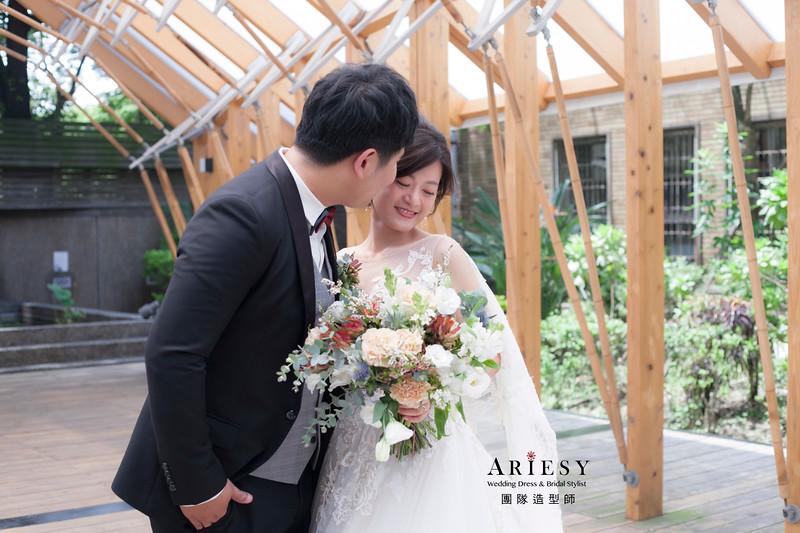 台北新祕,新娘秘書,新娘造型,自然清透妝感,白紗造型,蓬鬆編髮,新秘,鮮花捧花,新娘髮型