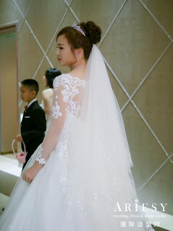 白紗進場髮型,新娘編髮,皇冠造型,台北新秘推薦,新娘妝