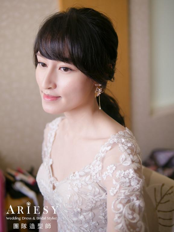 白紗進場髮型,新娘花藝造型,編髮低馬尾 ,新秘花藝,新秘