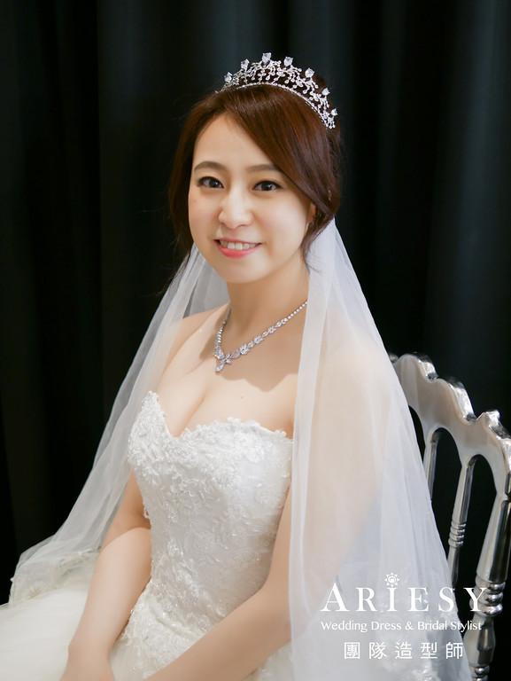 白紗進場髮型,新娘皇冠造型,新娘清透妝,編髮髮型,歐美風格