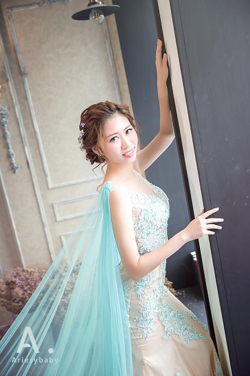 新莊婚紗禮服,elsa,婚紗出租,婚紗造型,藍色蕾絲禮服,愛瑞思婚紗