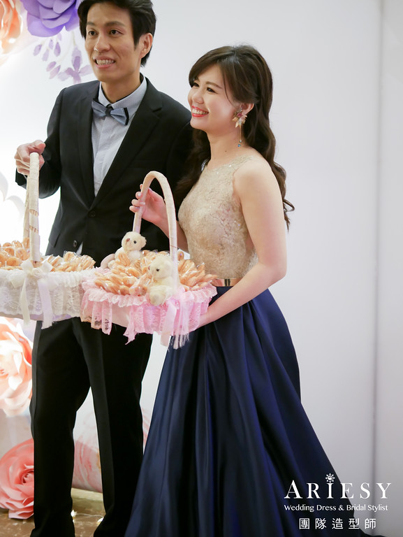 深藍色禮服造型,送客髮型,鮮花造型,放髮造型,花耳環