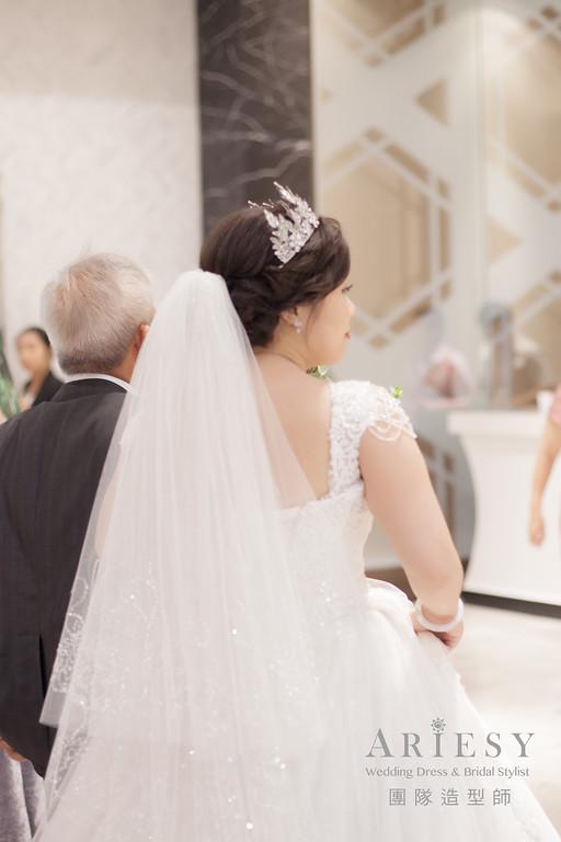 白紗進場髮型,新娘皇冠造型,新娘妝,台北新秘,新娘編髮