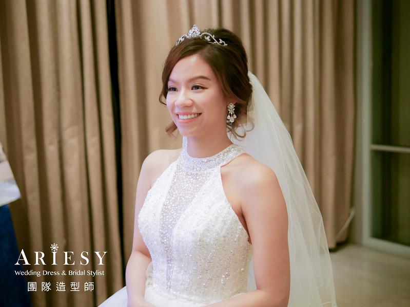 白紗進場髮型,新娘皇冠造型,歐美新娘,自然蓬鬆盤髮造型,歐美風格
