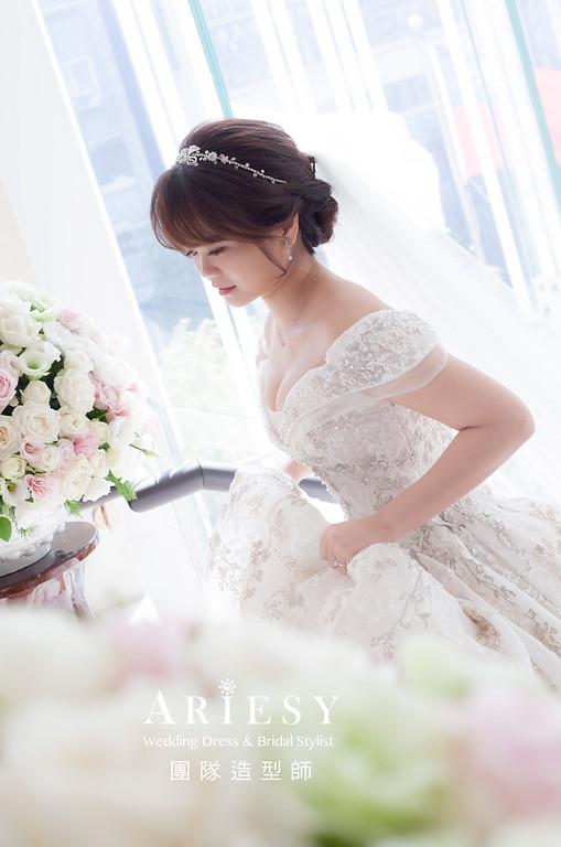 台北新祕,新娘秘書,新娘造型,編髮造型,白紗造型,自然清透妝感,新娘髮型,盤髮造型,新娘編髮,推薦新秘