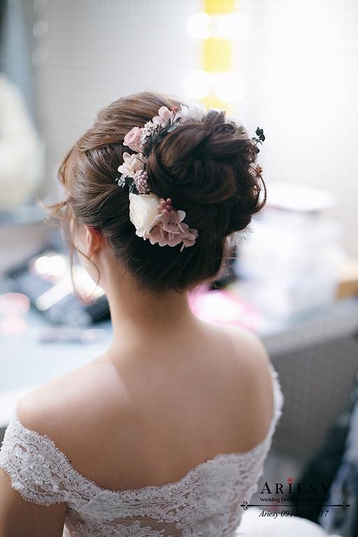 細軟髮白紗新娘造型,愛瑞思,ariesy,台北新秘,新娘秘書,新秘推薦,鮮花新秘