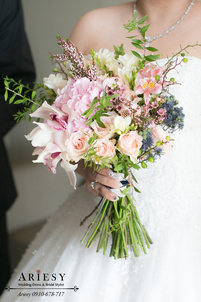 台北新娘秘書,晶華酒店新秘,粉色繡球花新娘造型,新娘花圈,髮量少新娘髮型