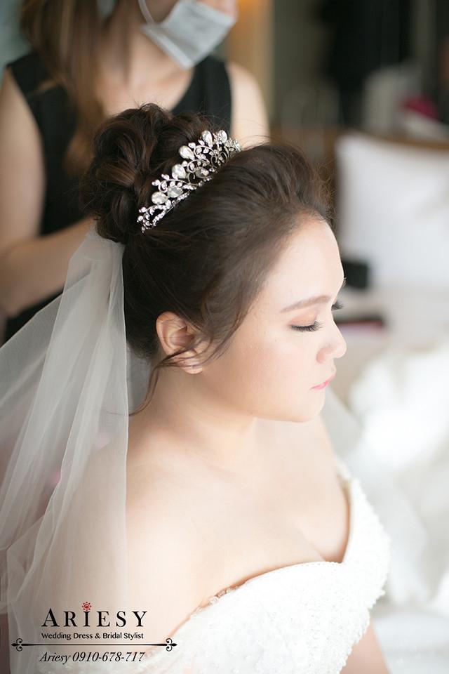 台北新娘秘書,晶華酒店新秘,白紗造型,新娘花圈,髮量少新娘髮型