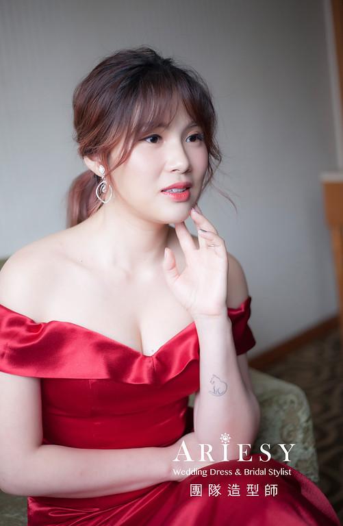 台北新祕,新娘秘書,新娘造型,自然輕透妝感,馬尾造型,新娘髮型,紅禮服造型,蓬鬆編髮