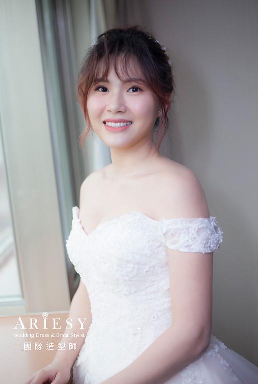 台北新祕,新娘秘書,新娘造型,自然輕透妝感,蓬鬆編髮,鮮花新祕,新娘髮型,白紗造型,鮮花造型