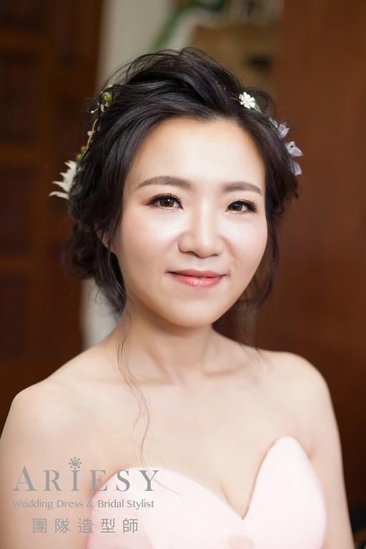 蓬鬆編髮,台北新秘推薦,精緻自然妝感,鮮花造型,黑髮造型