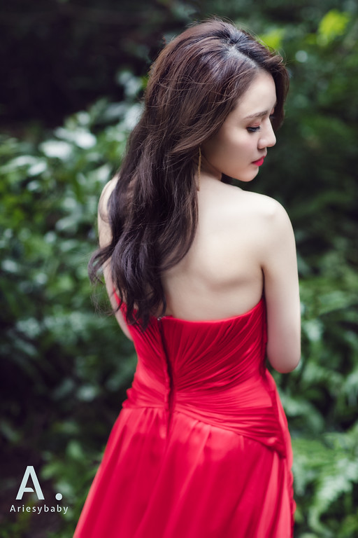 台北新秘,時尚捲髮造型,韓系妝感,新娘造型,紅色禮服