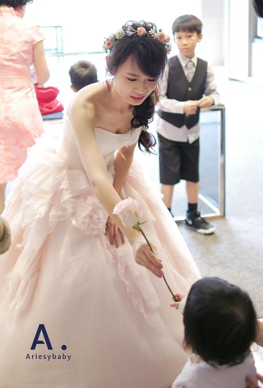 新祕,新娘祕書,送客編髮造型,鮮花花圈,Ariesybaby造型團隊,ARIESY愛瑞思品牌訂製手工婚紗