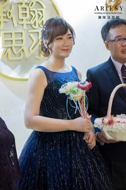 新娘秘書,新秘造型,自然清透妝感,線條感低馬尾,藍色禮服