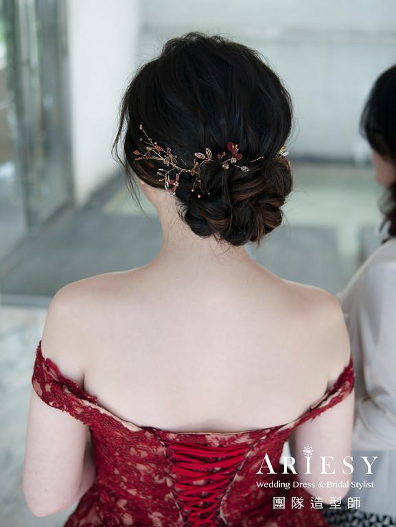 新娘秘書、新娘編髮、蓬鬆編髮盤髮造型、花藝造型、自然輕透妝感