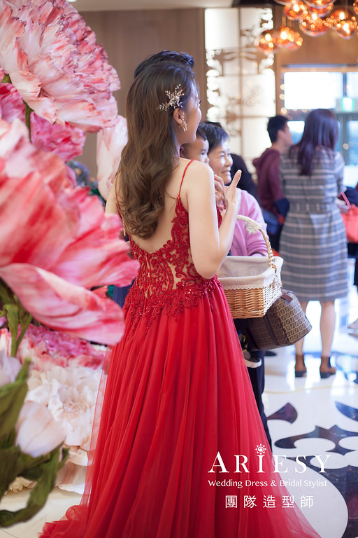 新竹新祕,新娘秘書,新娘造型,編髮新祕,送客造型,清透妝感,新娘髮型,放髮造型,新秘