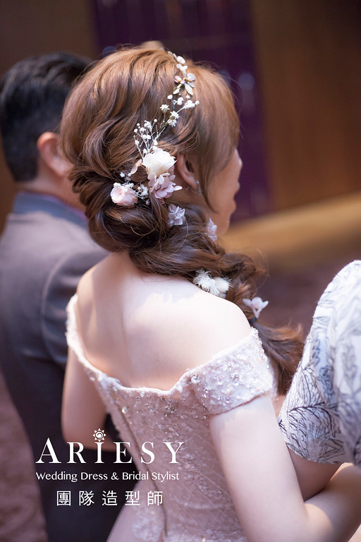 台北新祕,新娘秘書,新娘造型,編髮新祕,宴客造型,自然清透妝感,新娘髮型,編髮造型,花藝新祕
