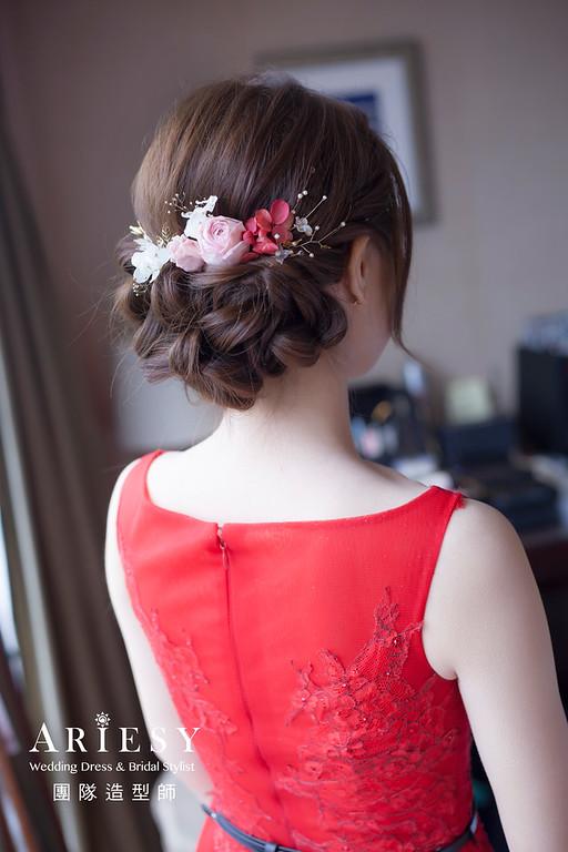 台北新祕,新娘秘書,新娘造型,自然清透妝感,蓬鬆編髮,花藝飾品,新娘髮型,訂婚造型