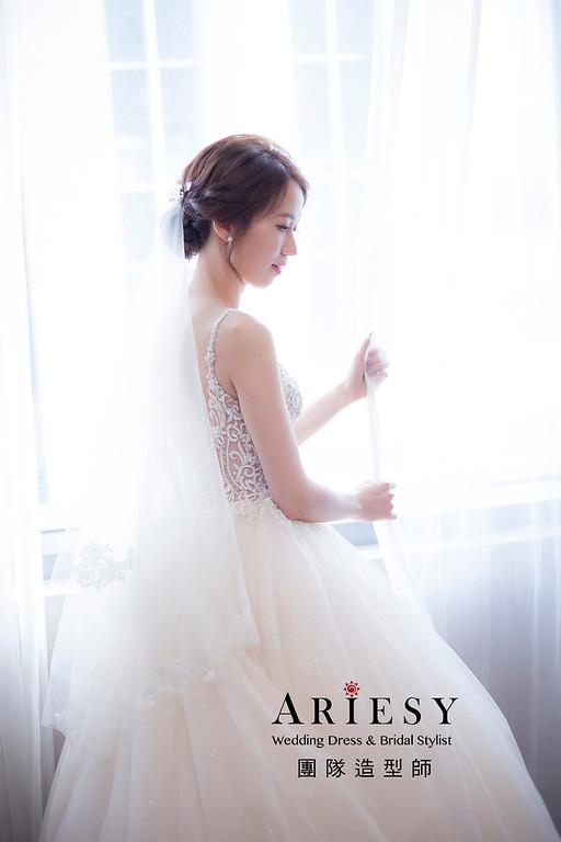 新祕推薦,新娘秘書,新娘造型, 編髮新祕,白紗造型,自然清透妝感,新娘髮型,編髮造型,宴客造型