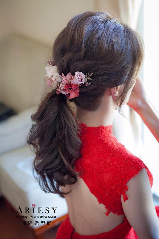 台北新祕,新娘秘書,新娘造型,自然清透妝感,蓬鬆編髮,花藝飾品,新娘髮型,新秘推薦,馬尾造型