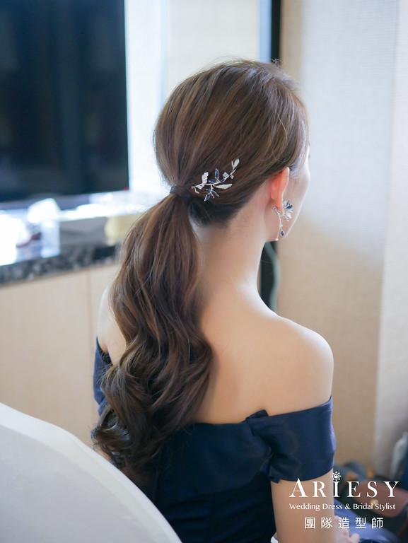 敬酒造型,深藍色禮服造型,手作飾品,新娘低馬尾,時尚名媛